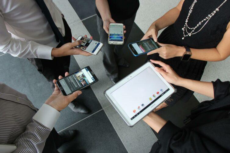 Meeting, People, Smartphones